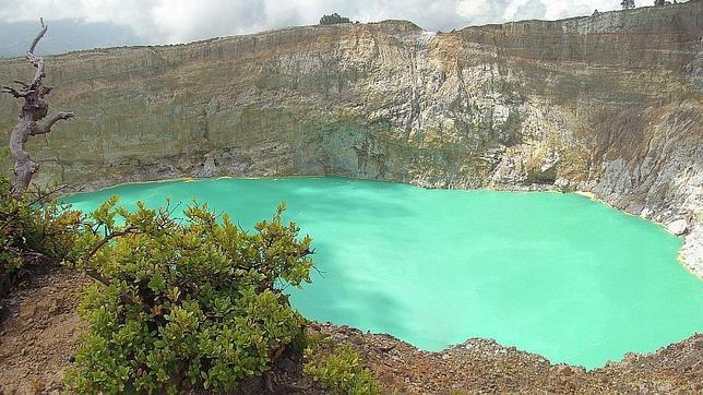 Lacul-Kelimutu