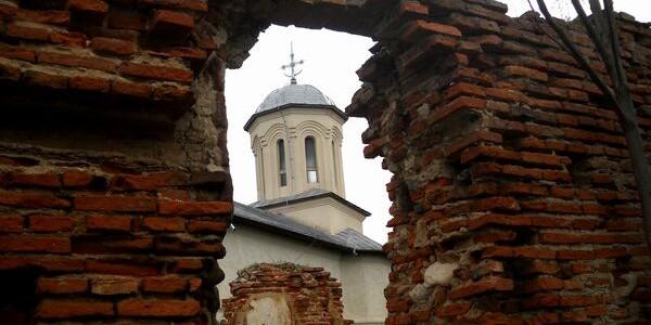 Mănăstirea-cetate Berca, poarta fortificată a Văii Buzăului