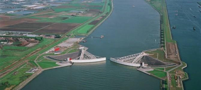Impresionantele bariere pentru valuri din Olanda
