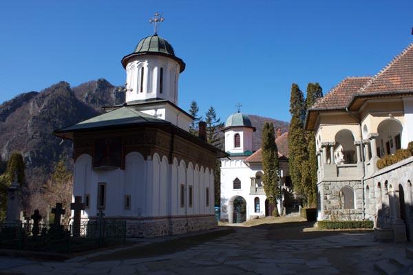 Manastirea_Stanisoara-01
