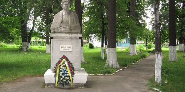 """Nicolae Labiş """"a licărit scurt între două nopţi: anonimatul şi moartea fizică"""""""