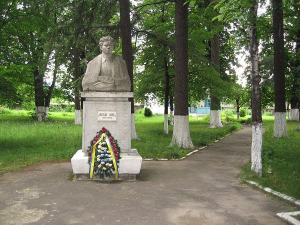 Casa_memoriala-Nicolae-Labis-bust