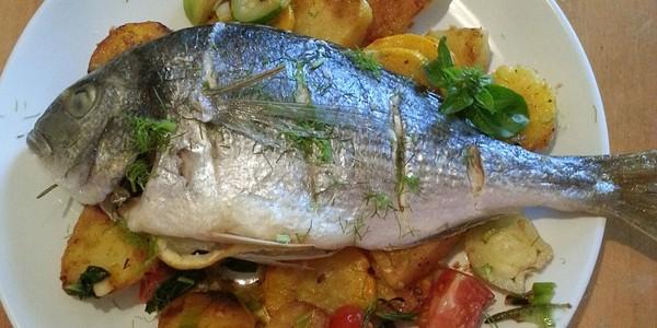 Lactatele, legumele şi peştele gras ajută la păstrarea sănătăţii vederii