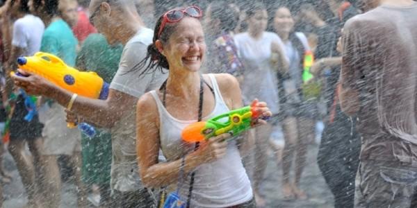 Festivalul Songkran din Thailanda