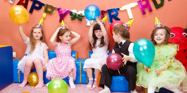 Cum ne comportăm la aniversarea copiilor