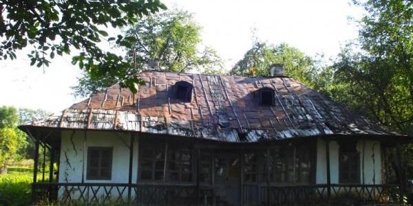 Clacă pentru repararea casei lui Enescu de la Mihăileni
