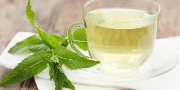 Ceaiul de mentă este bun împotriva acneei