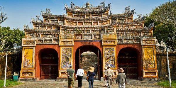 Republica Socialistă Vietnam: repere geografice, istorie şi gastronomie