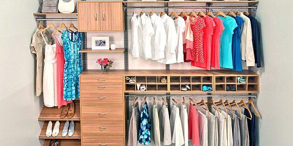 Cum arată un dulap organizat: 11 articole de care poţi să te lipseşti