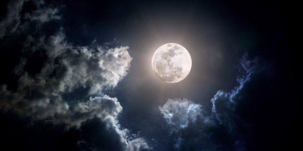 Luna neagră – un fenomen astronomic mai rar