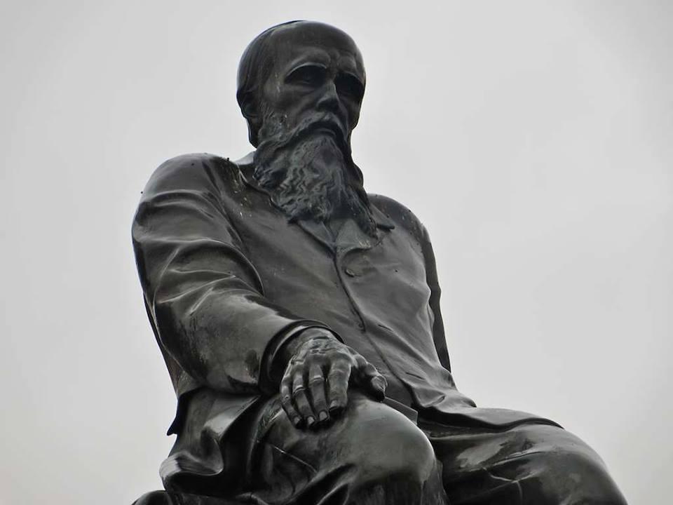 dostoievski-statuie