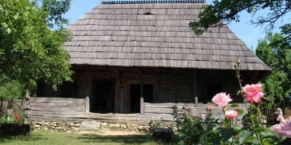 """Casa Memorială """"Constantin Brâncuşi"""" de la Hobiţa"""